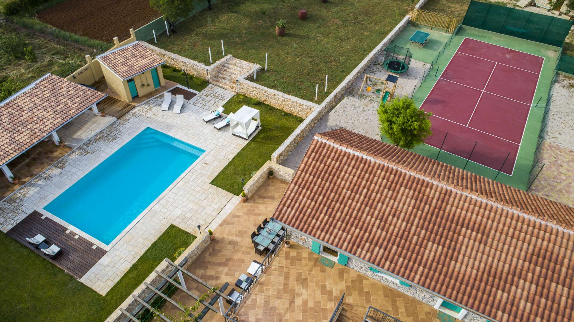 Villa Aura****