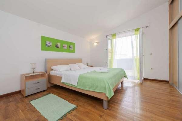 Apartment Stipe***