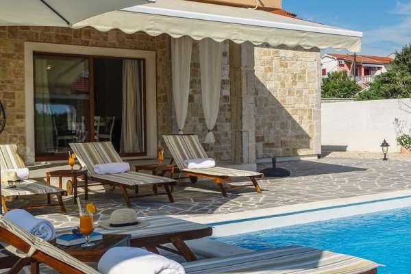 Villa Školjić with heated pool and Jacuzzi****