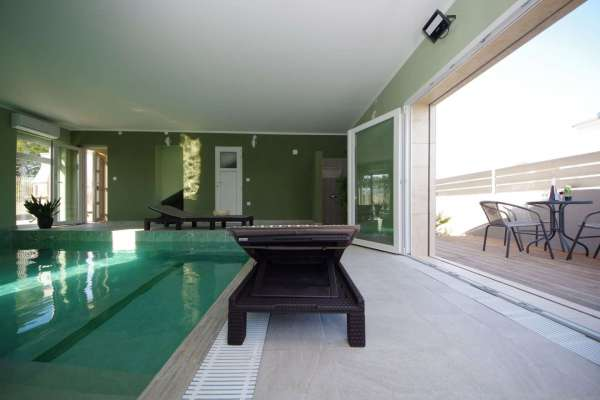 Holiday House Well with heated pool
